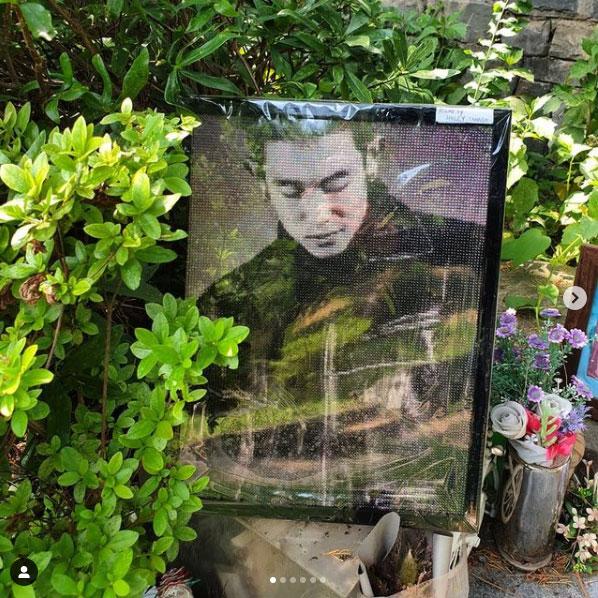 초록초록 6월의 김성재 추모비에는